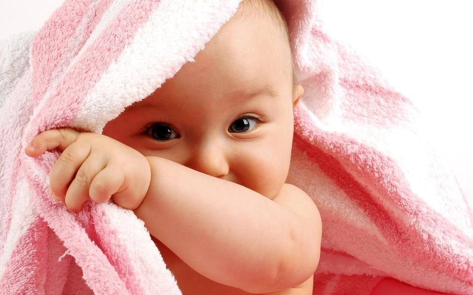 宝宝可爱高清宽屏壁纸
