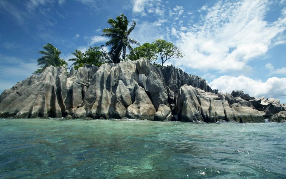 电脑壁纸 蓝天白云壁纸 塞舌尔海岛自然风景高清桌面壁纸下载