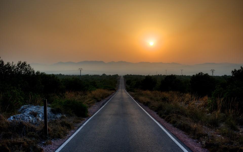 路的尽头唯美风景高清桌面壁纸