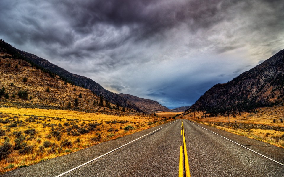 路的盡頭唯美風景高清桌面壁紙