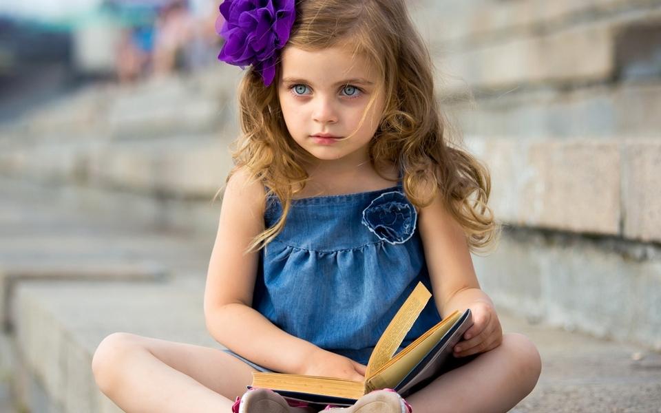 可爱女孩桌面壁纸