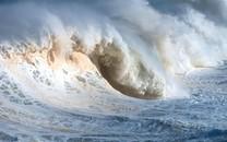 波涛汹涌的大海桌面壁纸