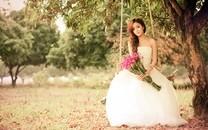穿婚纱的少女桌面壁纸