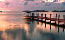 停泊的小船唯美风景桌面壁纸