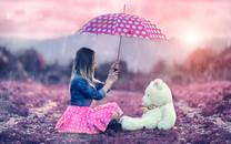 雨中美女唯美桌面图片