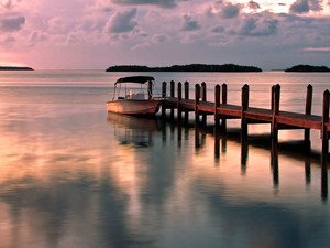 安卓风景 唯美 小船 停泊手机壁纸