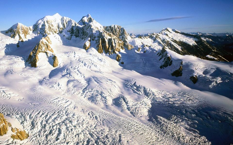 电脑壁纸 雪景壁纸 巍峨雪山高清桌面壁纸下载