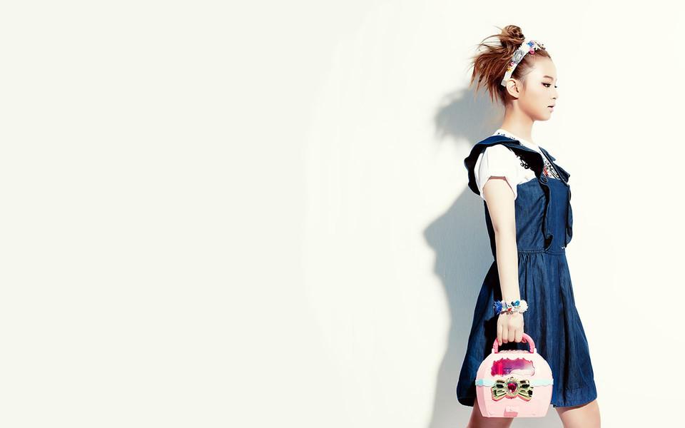 韩国女歌手明星李夏怡壁纸下载