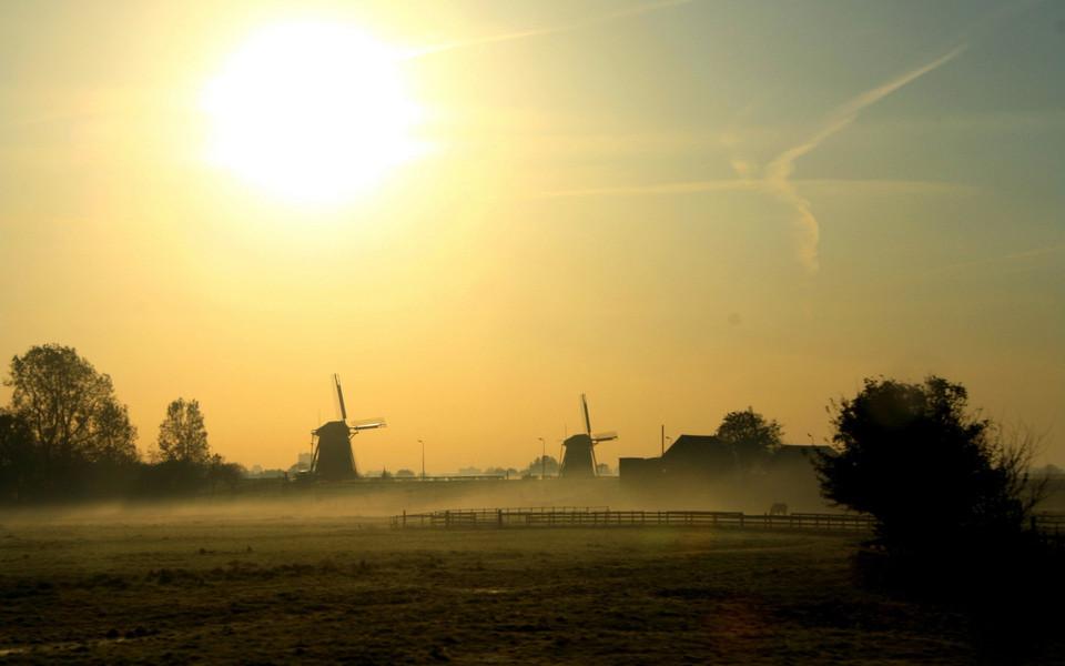 笔记本壁纸 自然风景壁纸 清晨的雾高清桌面壁纸下载