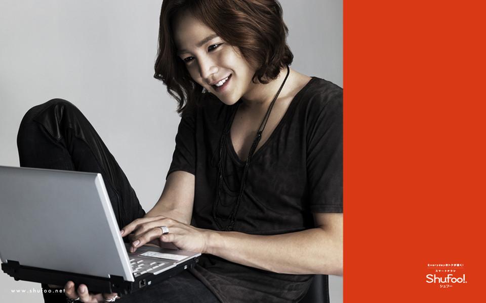 电脑壁纸 韩国明星壁纸 张根硕黑色高清壁纸下载   (9/15) 小箭头图标