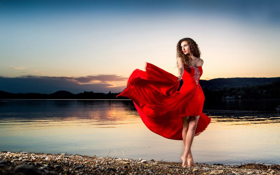 红衣美女唯美壁纸
