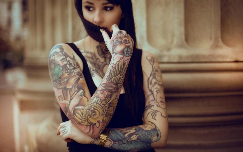 高清纹身女孩桌面壁纸