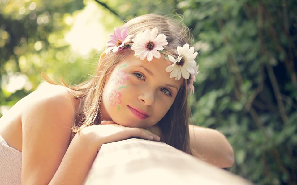 可爱美女背景图片