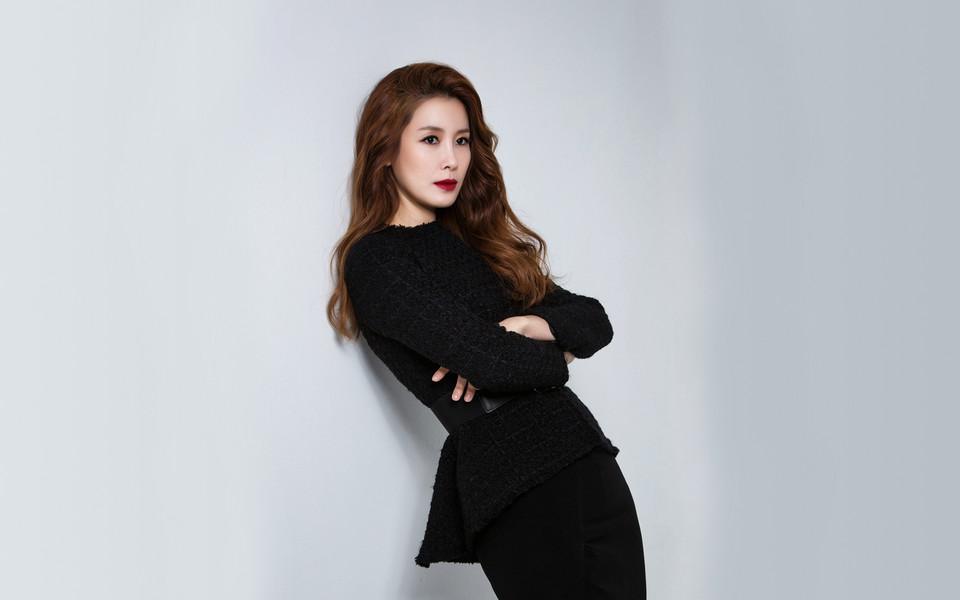 韩国美女明星李泰兰桌面壁纸下载
