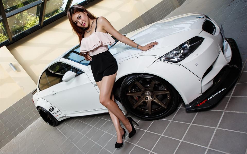 宝马m3美女模特宽屏壁纸